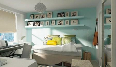 É tendência na decoração: estantes e parede da mesma cor