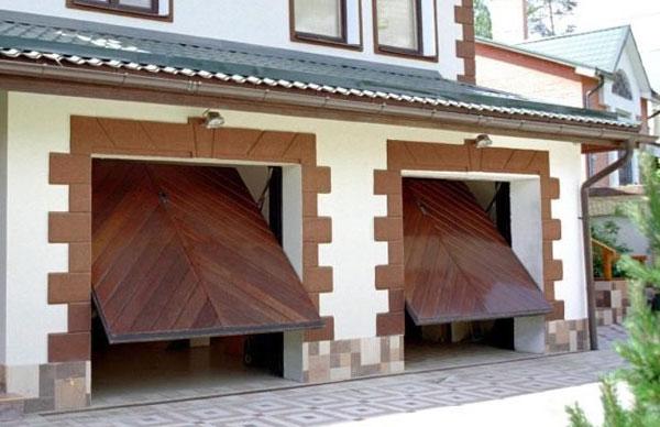 imagem de uma casa com portão basculante